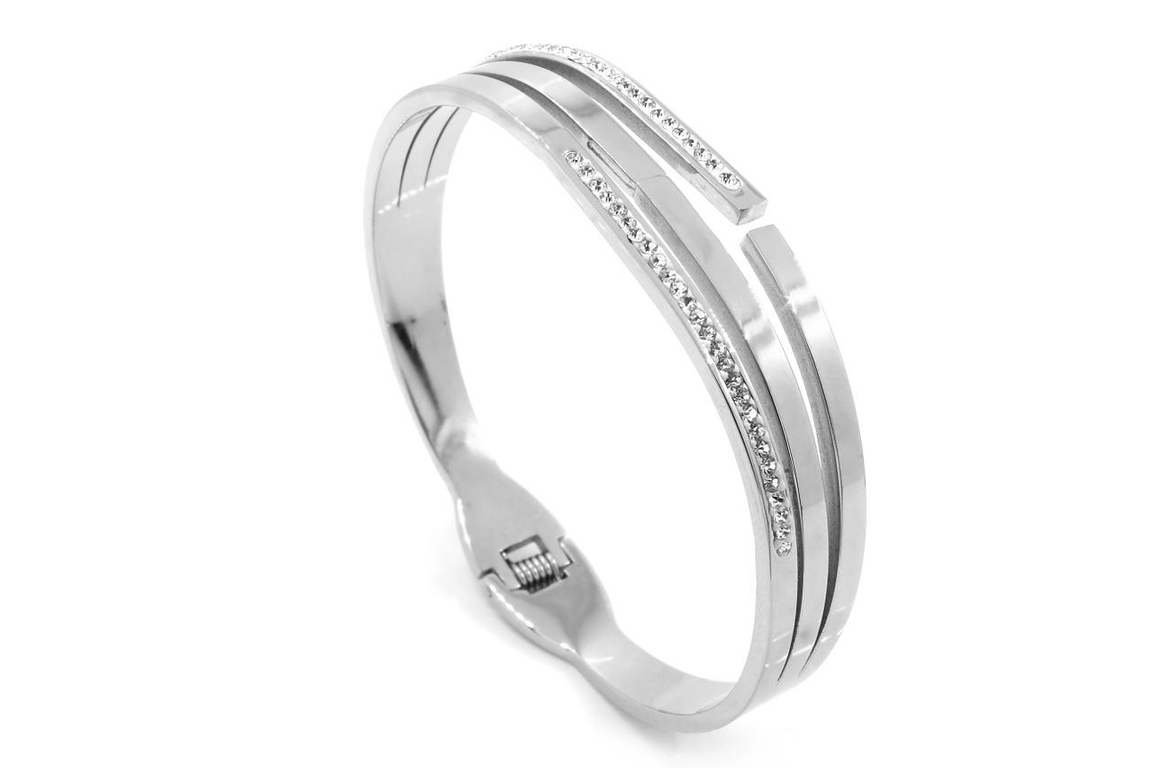 טבעת כסף עם יהלומים